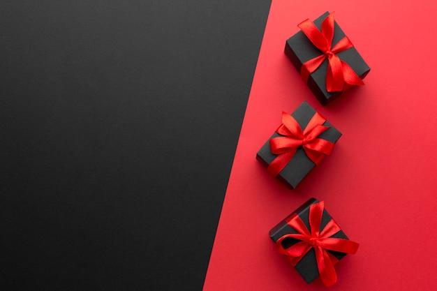 Composition de cadeaux emballés avec espace copie