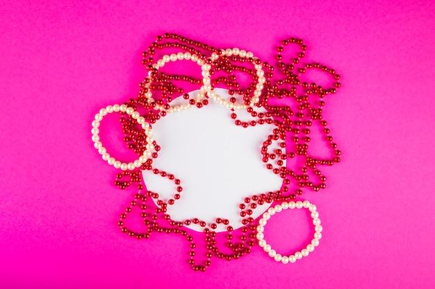 Composition clorful avec des perles de carnaval