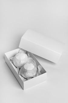 Composition créative à angle élevé de bombes de bain emballées
