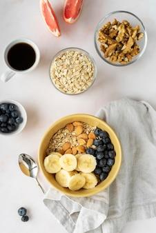 Composition créative de délicieux petit-déjeuner