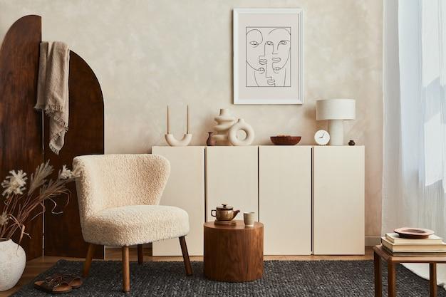 Composition créative de design d'intérieur de salon confortable avec cadre d'affiche maquette, fauteuil moelleux, paravent, table basse, commode et accessoires personnels. style moderne. modèle.