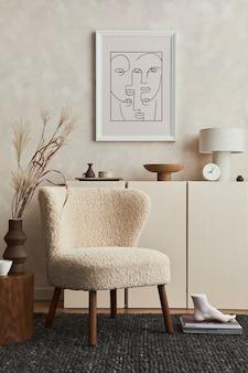 Composition créative de design d'intérieur de salon confortable avec cadre d'affiche maquette, fauteuil moelleux, table basse, commode et accessoires personnels. style moderne. modèle.