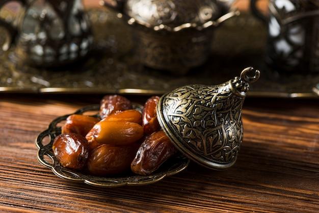 Composition de cuisine arabe pour le ramadan avec des dates