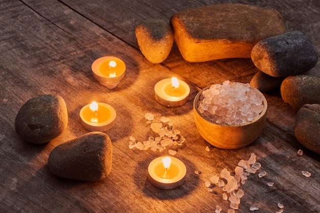 Composition de la cure thermale sur fond de bois
