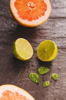 Composition décorative avec pomelo et lemmon