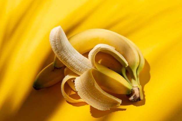 Composition de délicieuses bananes exotiques