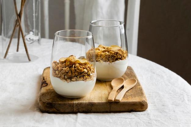 Composition d'un délicieux repas sain sur la table