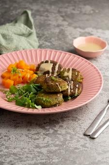 Composition avec un délicieux repas végétalien