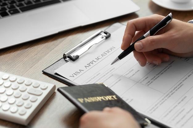 Composition de la demande de visa avec passeport
