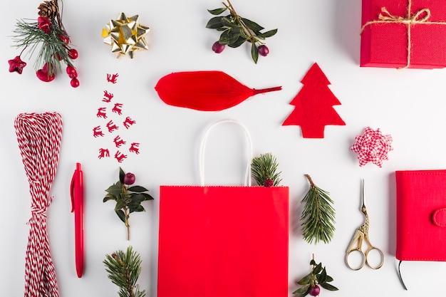 Composition de différents objets de décoration et de shopping