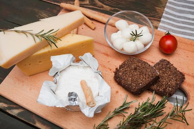 Composition de différents types de fromages