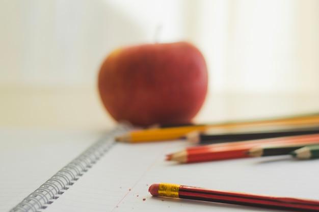 Composition du bloc-notes et des crayons