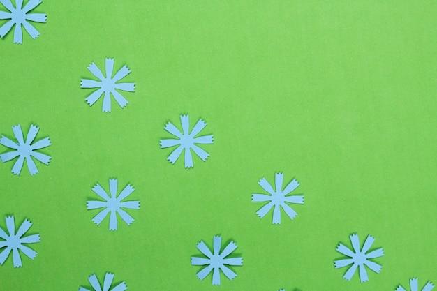 Composition du cadre avec des fleurs en papier d'artisanat