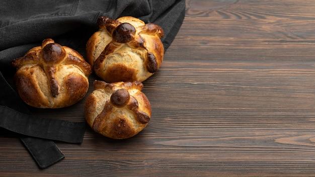 Composition du pain traditionnel des morts avec espace copie