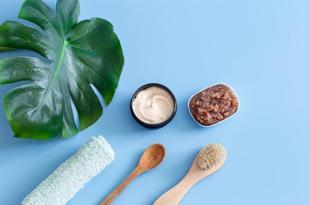 Composition du spa avec vue de dessus des articles de soins corporels. concept de santé et de beauté.