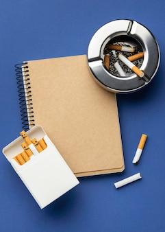 Composition des éléments du jour du tabac à plat