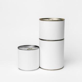 Composition de l'emballage de boîtes de conserve avec étiquettes blanches