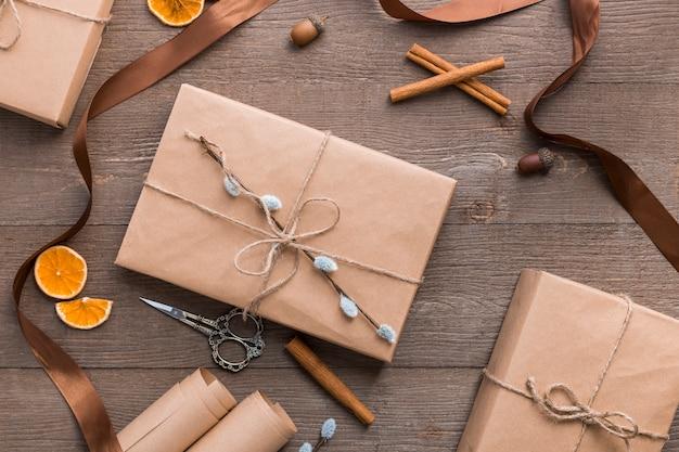 Composition d'emballage cadeau vue de dessus