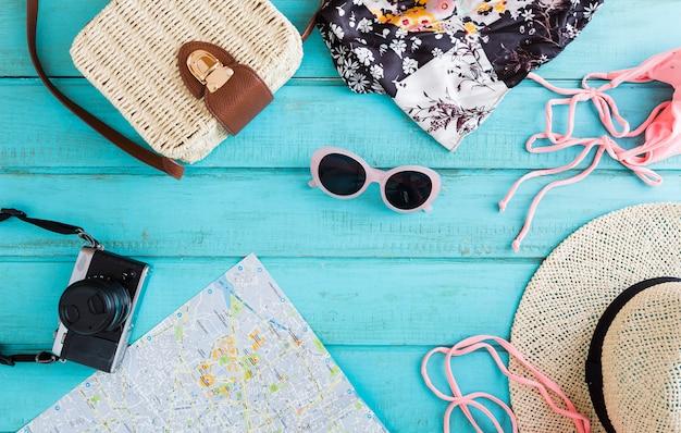 Composition estivale des objets de voyage
