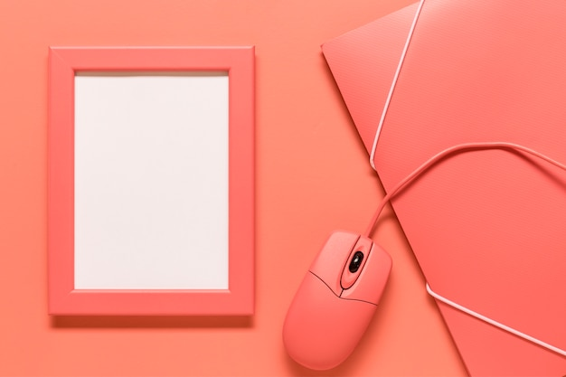 Composition de l'étui en papier et de la souris d'ordinateur