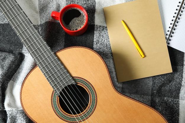 Composition de fabricant de musique sur plaid à carreaux, vue de dessus