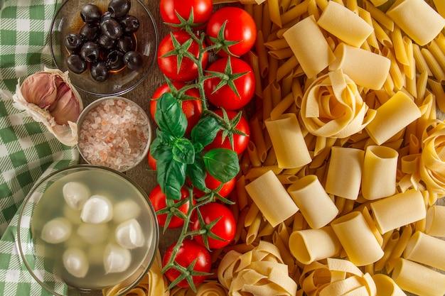 Composition fantastique avec des ingrédients pour pâtes italiennes