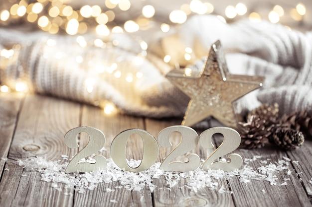 Composition festive confortable avec les chiffres et les détails de la décoration en gros plan