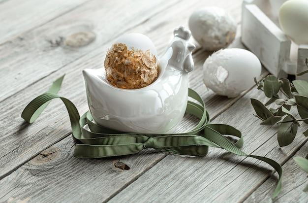 Composition festive pour les vacances de pâques avec des plantes et des œufs. concept de décoration de pâques.