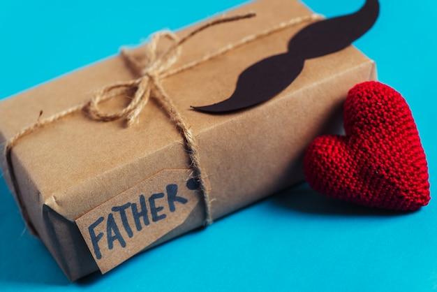 Composition de fête des pères avec boîte-cadeau