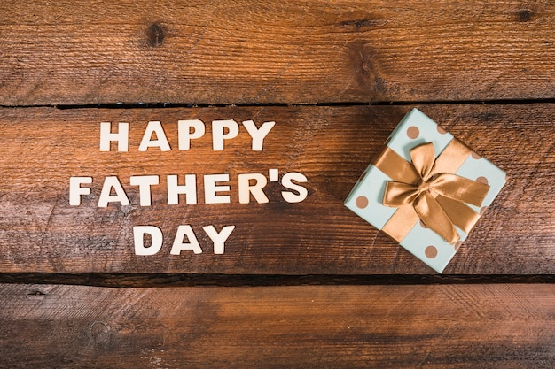 Composition fête des pères avec boite cadeau