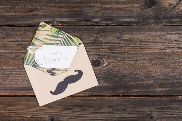 Composition de la fête des pères avec enveloppe