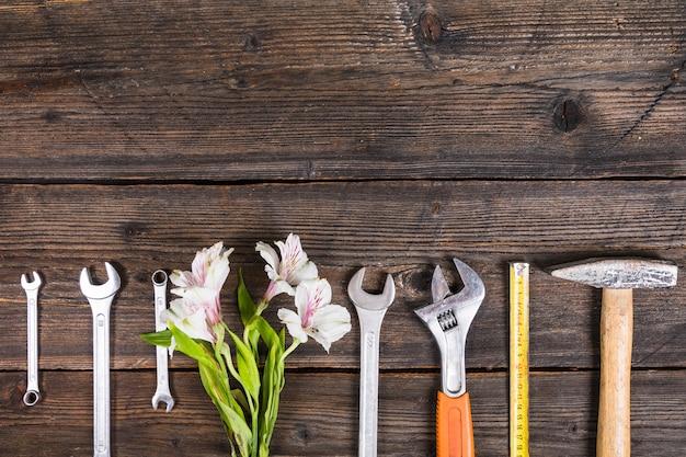 Composition de la fête des pères avec des outils