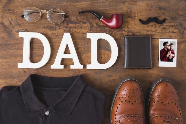 Composition de fête des pères avec des vêtements