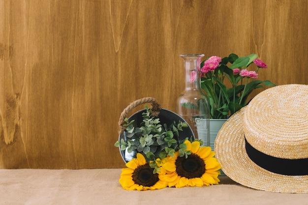 Composition de fleurs avec espace à gauche