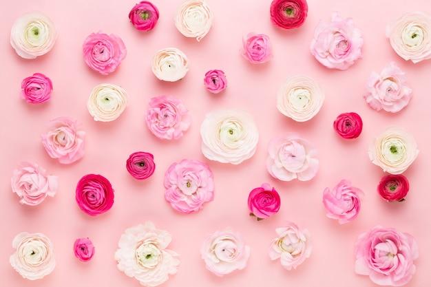 Composition de fleurs roses