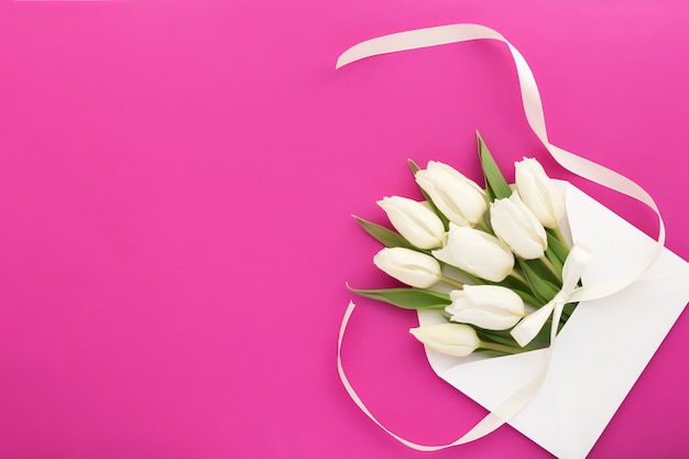 Composition florale en enveloppe