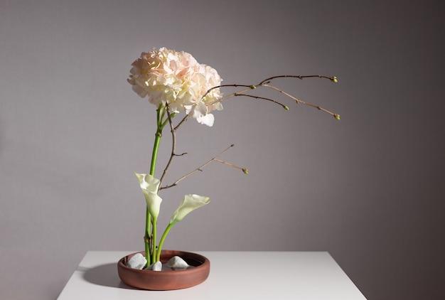 Composition florale d'hortensia, lys calla