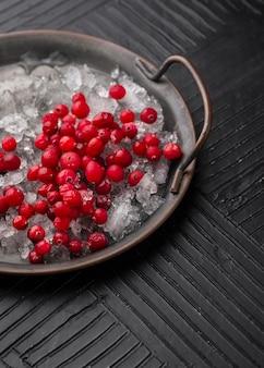 Composition avec des friandises glacées sur la table