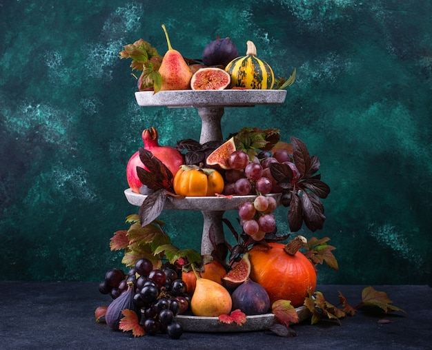Composition avec des fruits d'automne