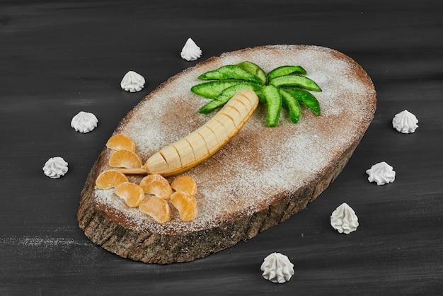 Composition de fruits de style palmier.