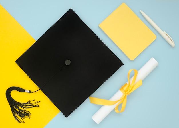 Composition de graduation festive à plat