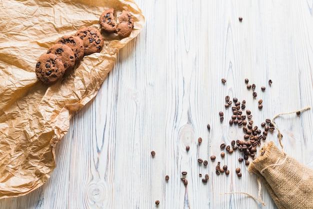 Composition de grains de café et de biscuits