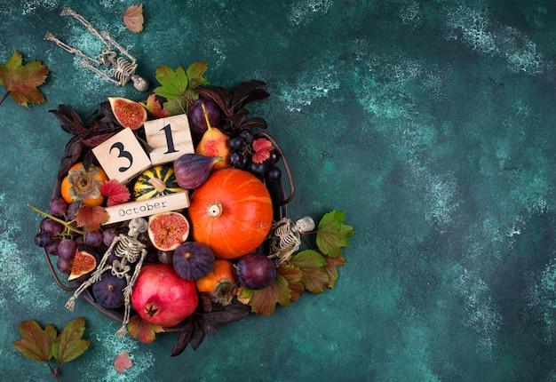 Composition d'halloween avec des fruits d'automne