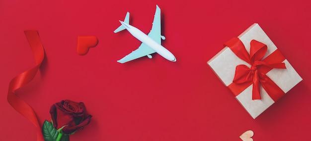 Composition heureuse de la saint-valentin avec avion et boîte-cadeau