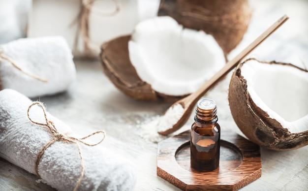 Composition avec de l'huile de coco et de la noix de coco fraîche