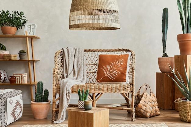 Composition de l'intérieur du salon avec copie espaceplantes et accessoires cactus et boho template