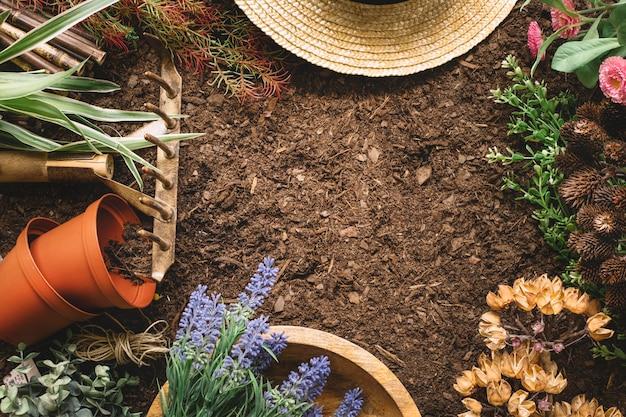 Composition de jardinage avec espace au milieu