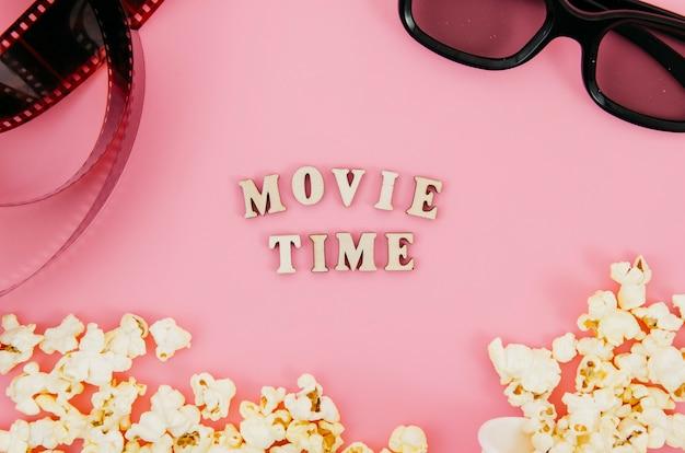 Composition laïque à plat d'éléments de cinéma