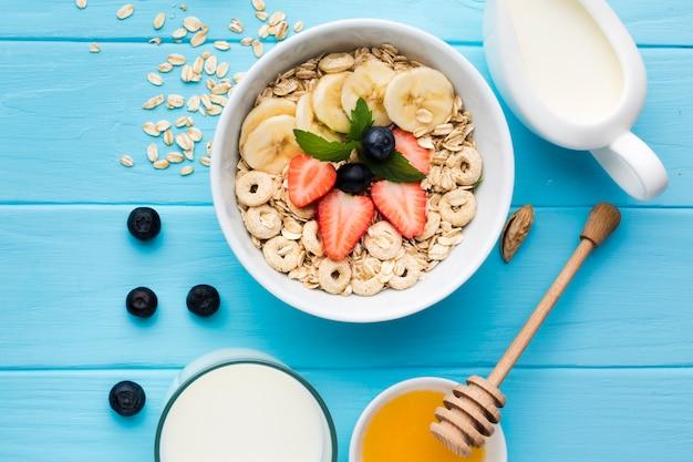 Composition laïque d'une table de petit déjeuner savoureuse