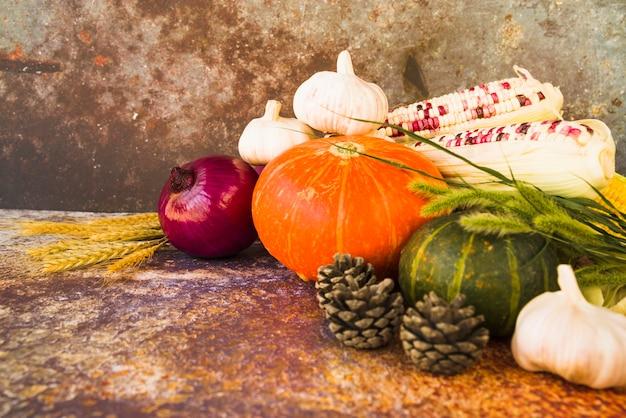 Composition avec des légumes et de la fléole des prés